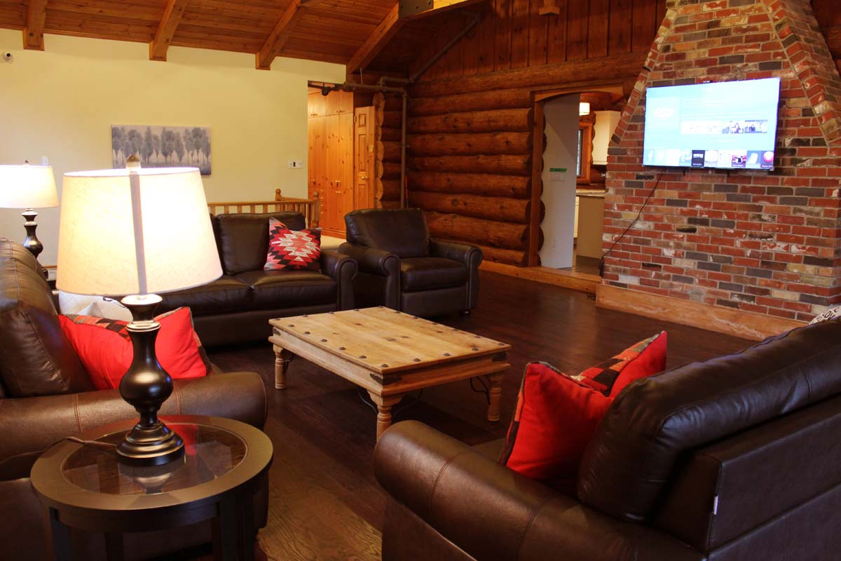 common room with tv and couches at the farm rehab