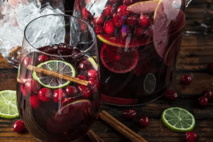 Cocktails with cranberries and limes